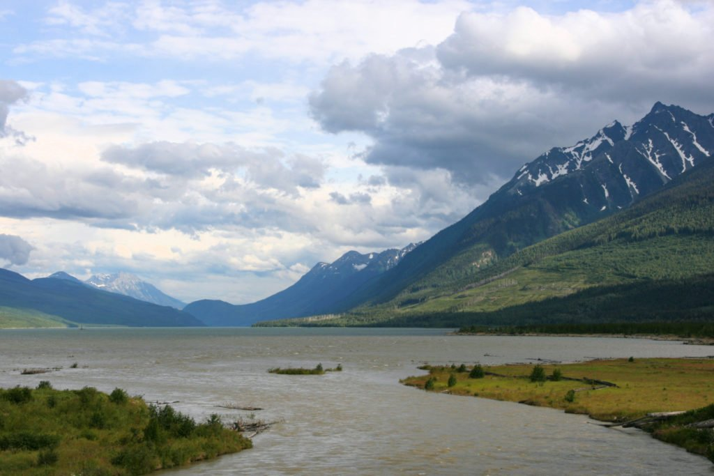 This image has an empty alt attribute; its file name is Kinbasket_Lake_Columbia_River_British_Columbia-1024x683.jpg